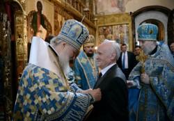 Патриарх Кирилл наградил заслуженого профессора МДА А. И. Осипова