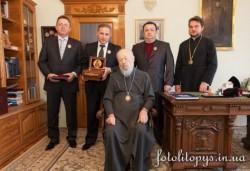 Предстоятель УПЦ передал Киевскому центру сердца частицу мощей свт. Луки Крымского